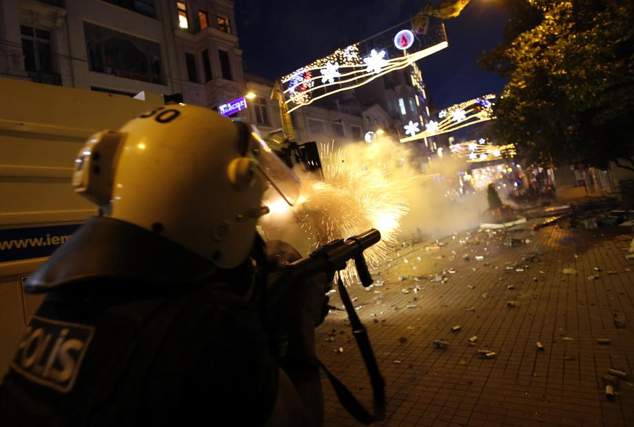 Riot police use tear gas to disperse the crowd during an anti-government protests at Taksim Square in central Istanbul May 31, 2013.
