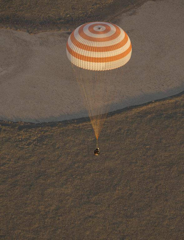 Expedition 37 Landing