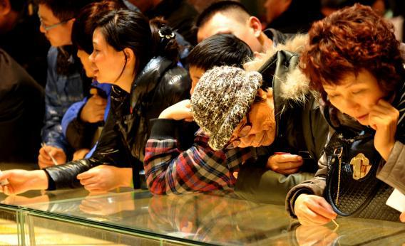 Customers lining up to buy gold jewelry at a shop in Beijing, Jan. 30, 2012