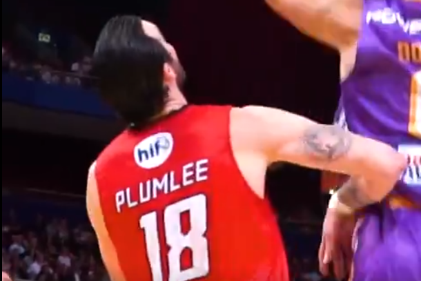 Miles Plumlee playing for the Perth Wildcats.