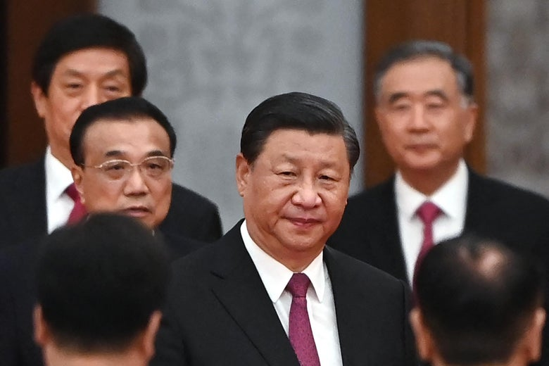 Xi Jinping and Li Keqiang are surrounded by other Chinese officials.