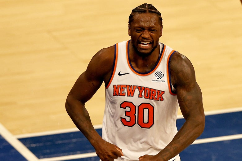 Julius Randle flexing and yelling in celebration on the floor at Madison Square Garden