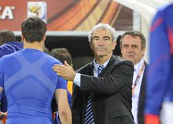 France's goalkeeper Hugo Lloris (L) shakes hands with France's coach Raymond Domenech. Click image to expand.