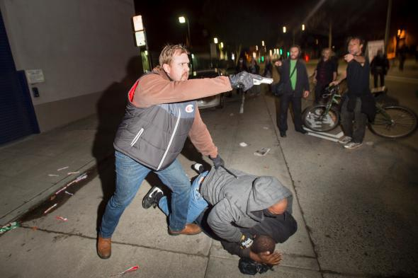 Undercover cop pulls gun on protesters at Oakland demonstration