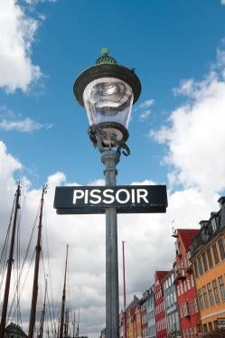 A street lamp says PISSOIR on it.