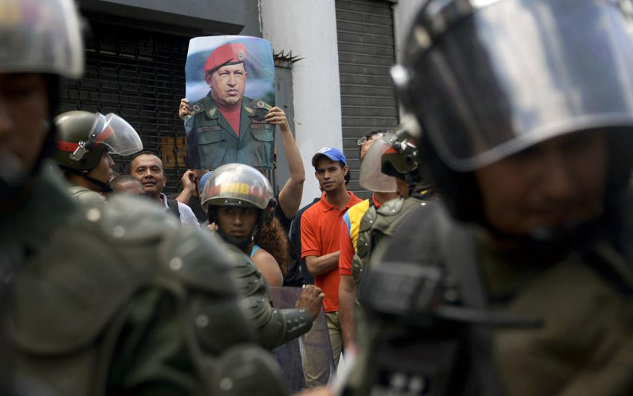 Supporters of Venezuelan President Nicolas Maduro hold a protest against opposition leader Leopoldo Lopez -- who was arrested on the eve on charges of homicide and inciting violence-- on February 19, 2014, in Caracas.