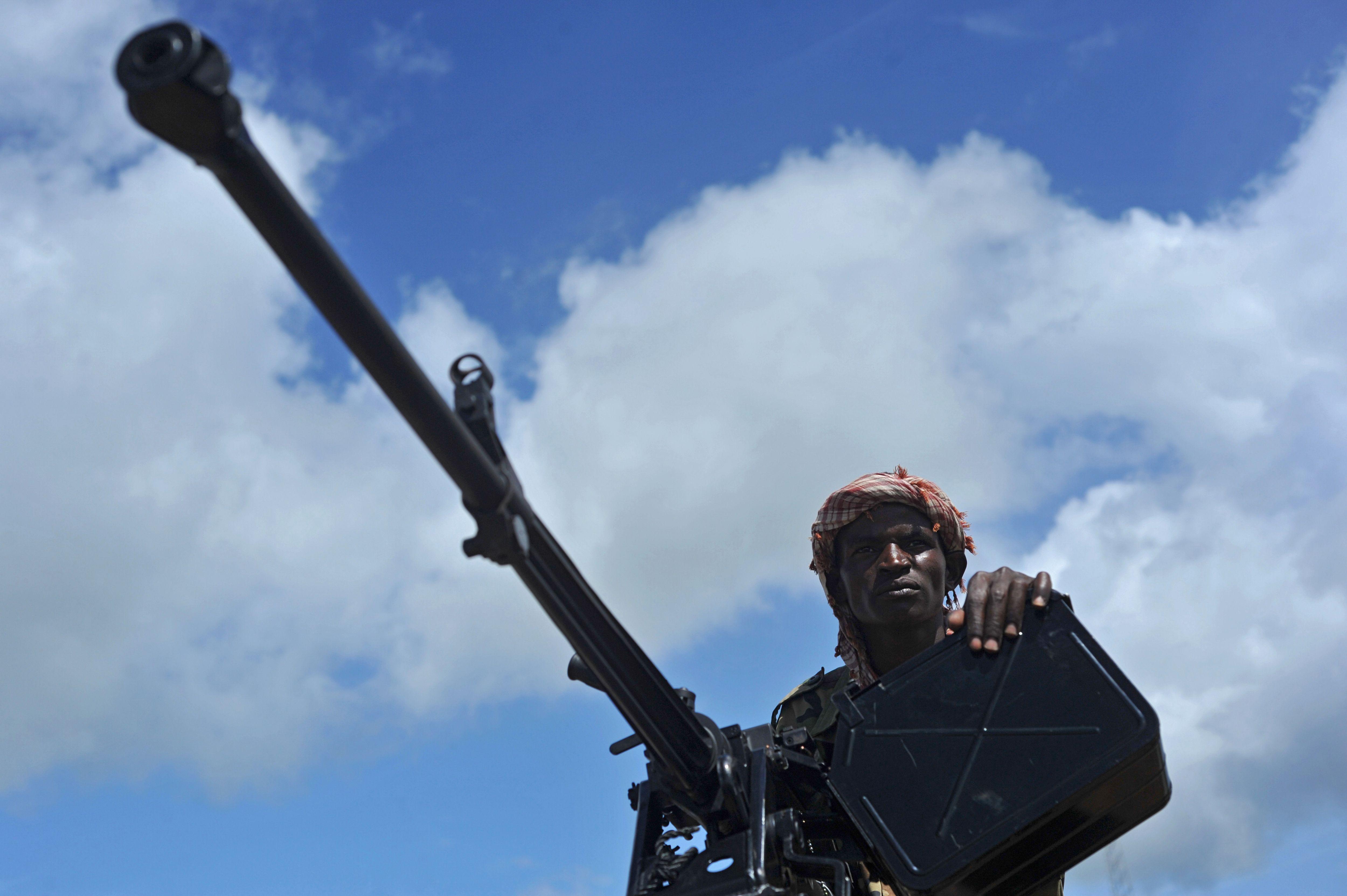 A Somali soldier holds a machine gun.
