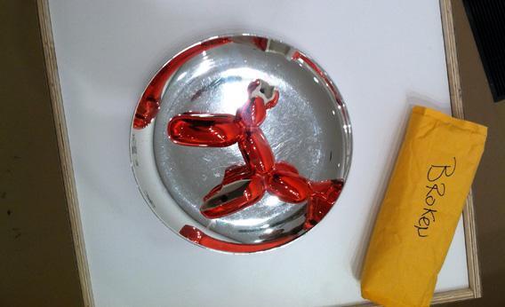 Koons' balloon dog sculpture