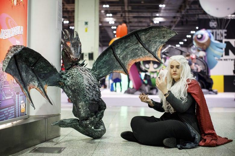 A cosplayer dressed as Daenerys Targaryen.