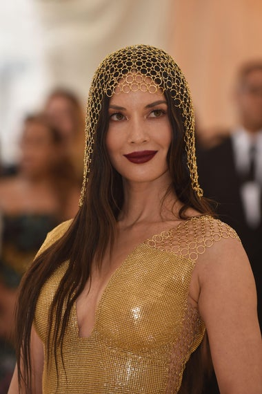 Actress Olivia Munn arrives for the 2018 Met Gala on May 7, 2018, at the Metropolitan Museum of Art in New York. - The Gala raises money for the Metropolitan Museum of Arts Costume Institute. The Gala's 2018 theme is Heavenly Bodies: Fashion and the Catholic Imagination. (Photo by Hector RETAMAL / AFP)        (Photo credit should read HECTOR RETAMAL/AFP/Getty Images)
