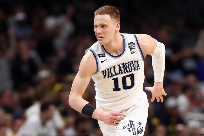 159adf2193b SAN ANTONIO, TX - APRIL 02: Donte DiVincenzo #10 of the Villanova Wildcats
