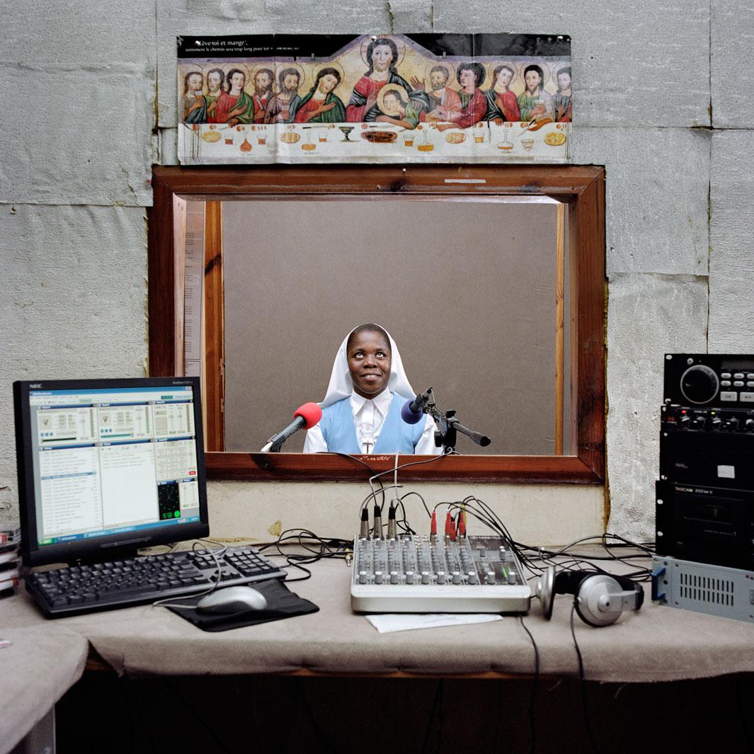 Radio Men Kontre 95,5 FM. Men Kontre (?united hands? in Creole) is the radio of the Catholic diocese of Les Cayes. Sister Melianise Gabreus is one of the stars of the radio. Even if there are no official figures, father Elysee, that runs the radio, says that lots of people tune in for Sister?s Melianise?s program on daily life advice. Les Cayes, Haiti.