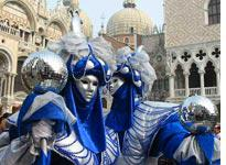 Street performers at Piazza San Marco.         Click image to expand.