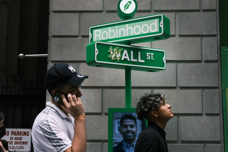 NEW YORK, NEW YORK - JULY 29: People wait in line for t-shirts at a pop-up kiosk for the online brokerage Robinhood along Wall Street after the company went public with an IPO earlier in the day on July 29, 2021 in New York City. Robinhood Markets Inc. shares fell about 5% during its Nasdaq debut. (Photo by Spencer Platt/Getty Images)