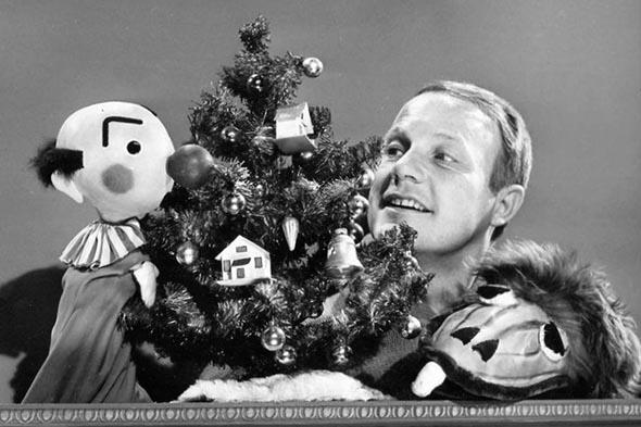 Publicity photo of Burr Tillstrom, Kukla and Ollie from the television program Burr Tillstrom's Kukla and Ollie.
