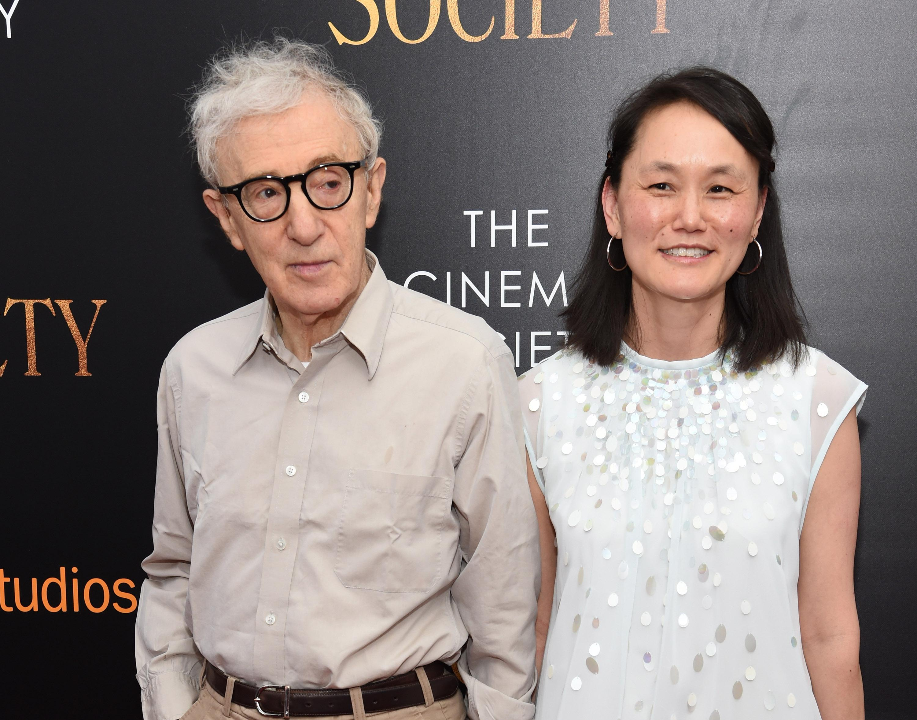 Woody Allen and Soon-Yi Previn, smiling on a red carpet.