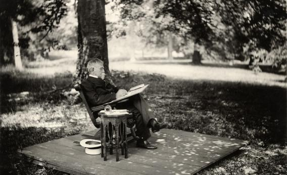 Lew Wallace composes under the Ben-Hur beech.