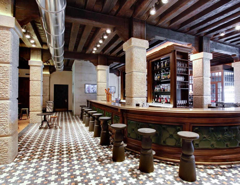 Generator Venice bar.