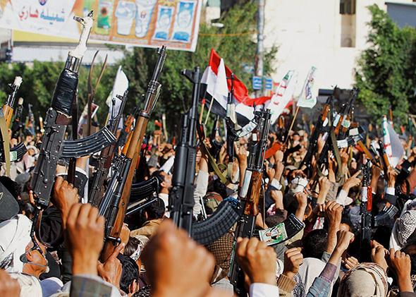 Followers of the Houthi group