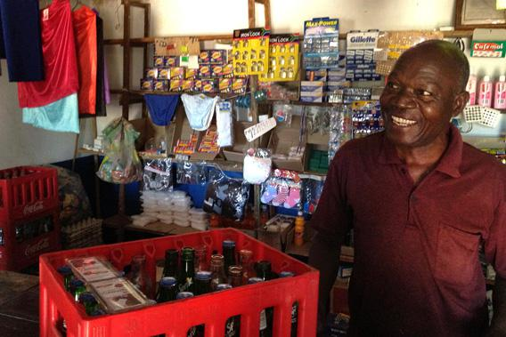 A Kit Yamoyo retailer in Katete talks about his experiences selling the anti-diarrheal kit to mothers in December 2012.