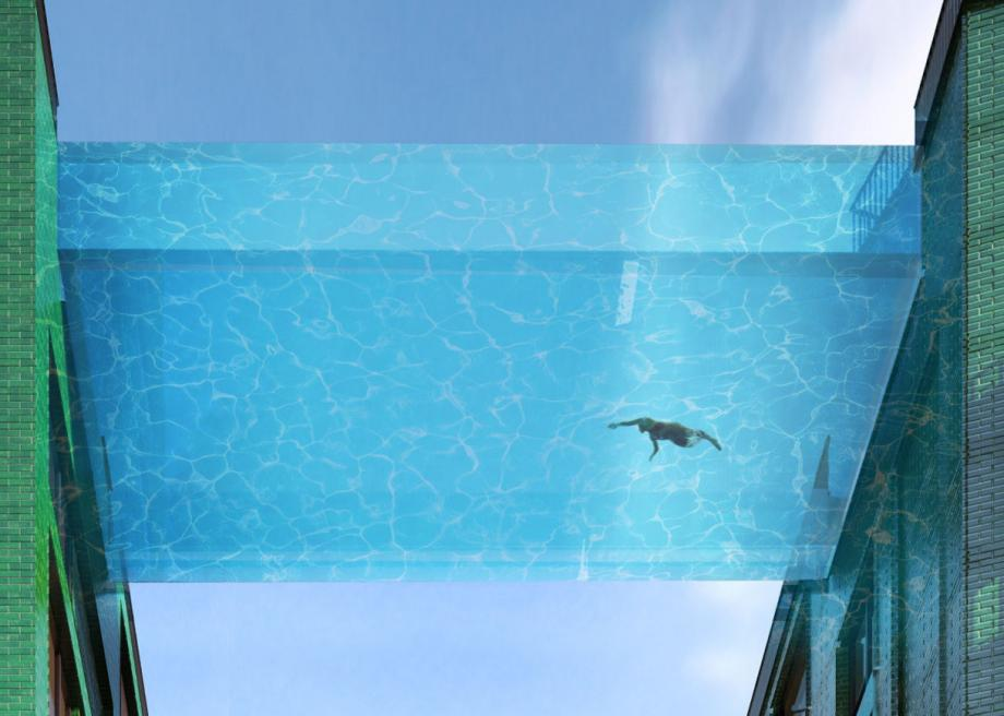 London sky pool: The glass-encased swimming pool at Embassy ...