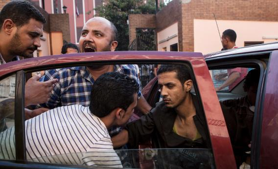 Egyptian security forces attack encampment of pro-Morsi protesters