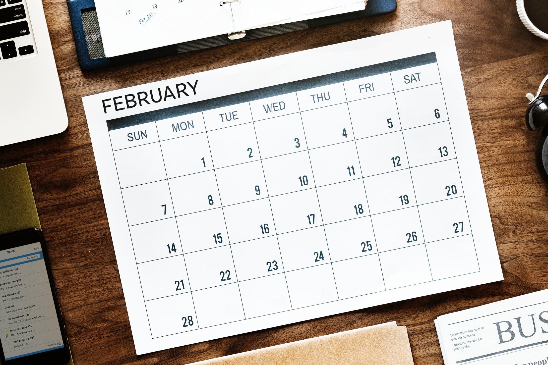 A desk calendar depicting 28 days in February.