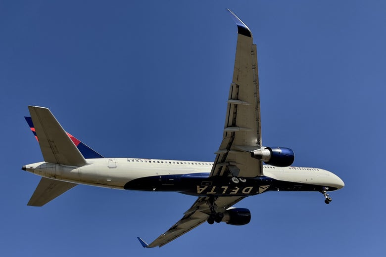 A Delta Air Lines Boeing 757-251 flying in the sky.