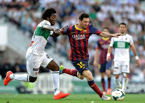 Elche's Colombian midfielder Carlos Sanchez (L) vies with Barcelona's Argentinian forward Lionel Messi during the Spanish league football match Elche CF vs FC Barcelona.