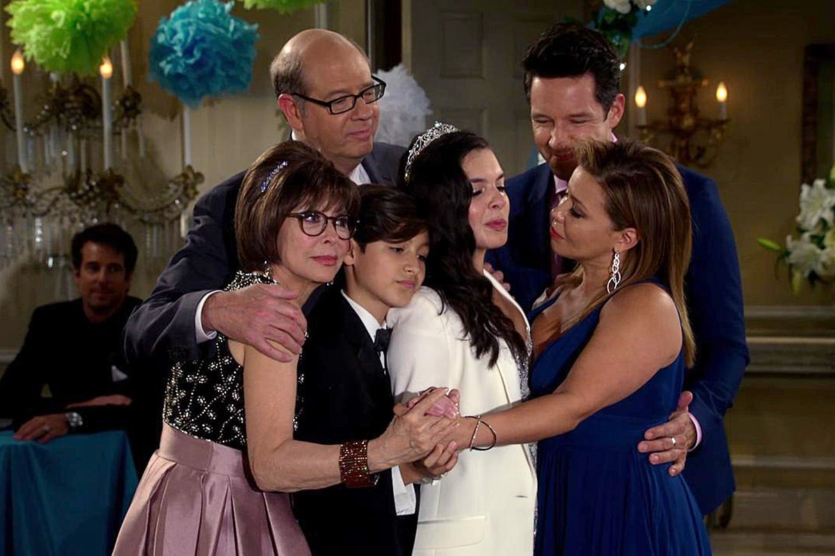Rita Moreno, Justina Machado, Stephen Tobolowsky, Todd Grinnell, Isabella Gomez, and Marcel Ruiz in <em>One Day at a Time</em>.