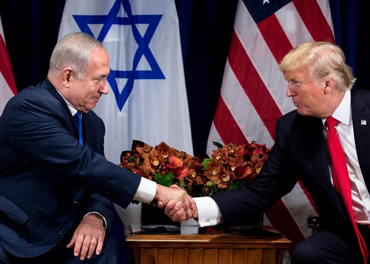 Israel's Prime Minister Benjamin Netanyahu (L) and US President Donald (R)