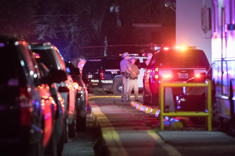 """Many police cars with lights can be seen. A small group of officers gathered for a conversation at a distance. """"Srcset ="""" https://compote.slate.com/images/96f9daa4-b257-4d59-9a02-23879b1fea19.jpeg?width=780&height=520&rect=4000x2667&offset= 0x0 1x, https://compote.slate.com/images /96f9daa4-b257-4d59-9a02-23879b1fea19.jpeg?width=780&height=520&rect=4000x2667&offset=0x0 2x"""