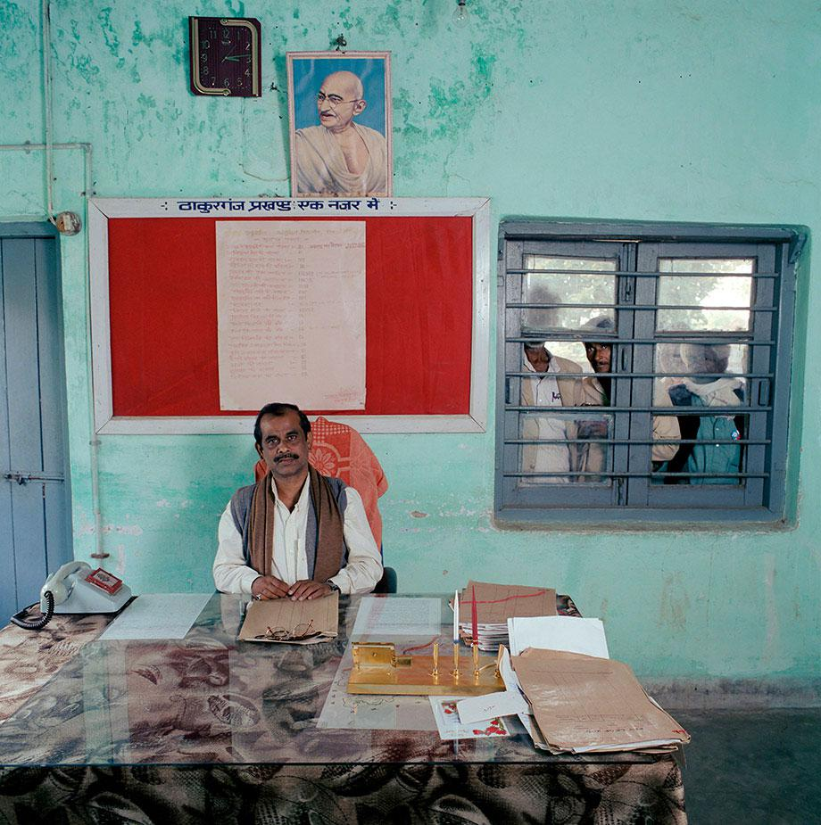 """India, bureaucracy, Bihar, (c) Jan Banning 2004.India-21/2003 [Tha., MD (b. 1960)]Dr. Munni Das (b. 1960) is Block Development Officer in Thakurganj block, an administrative entity within Kishanganj district, State of Bihar. Monthly salary: about 10,000 rupees ($ 220, 200 euro).India-21/2003 [Tha., MD (b. 1960)]Dr. Munni Das (b. 1960) is """"Block Development Officer"""" in Thakurganj Block, Kishanganj district, State of Bihar. Maandsalaris: about 10,000 rupees (200 euro, 220 $)."""