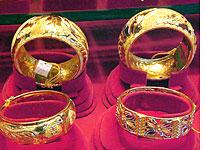 Gold jewelry          Click image to expand.