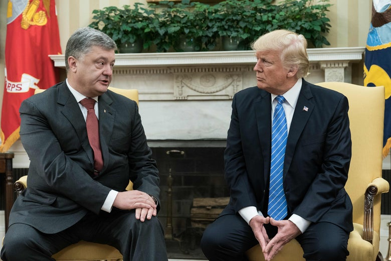 US President Donald Trump meets with his Ukrainian counterpart Petro Poroshenko in the Oval Office at the White House in Washington, DC, on June 20, 2017. / AFP PHOTO / NICHOLAS KAMM        (Photo credit should read NICHOLAS KAMM/AFP/Getty Images)