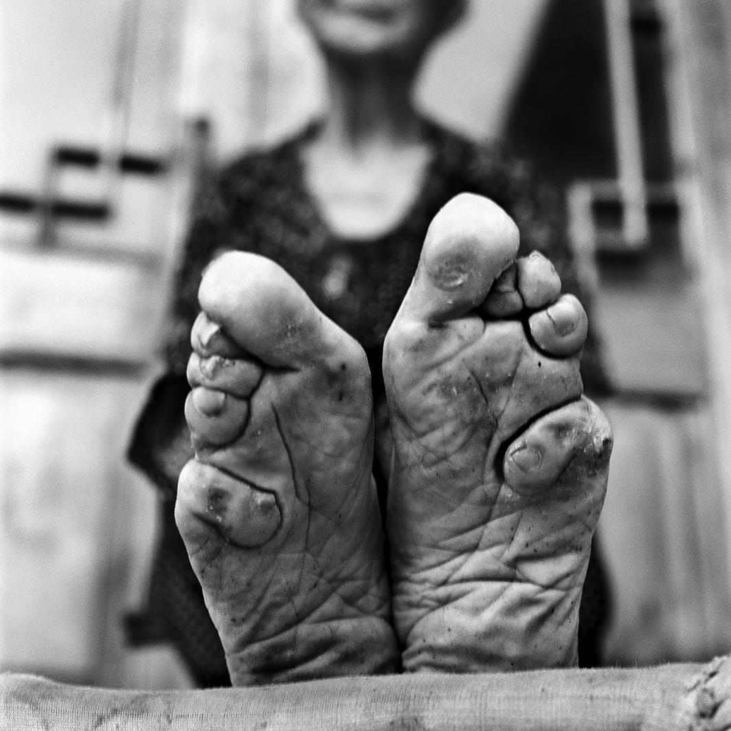 Jo Farrell: The photographer travels across China to document women who had their feet bound (PHOTOS).