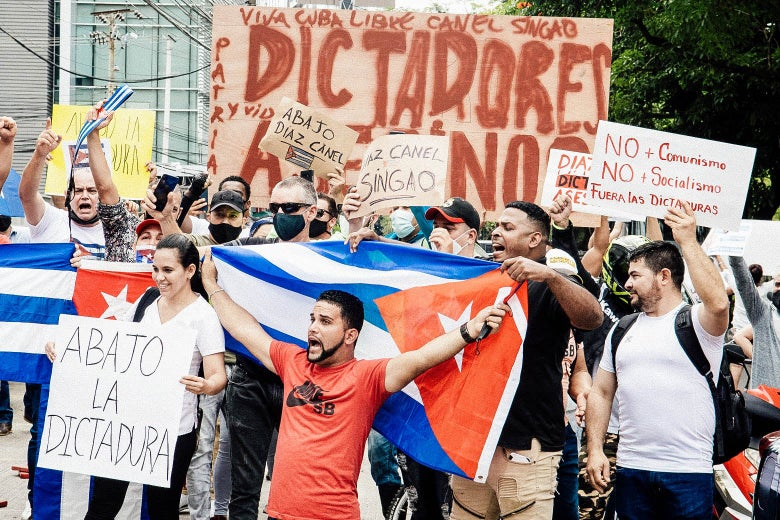 Cuban residents in Costa Rica demonstrate in front of a U.S. Embassy.