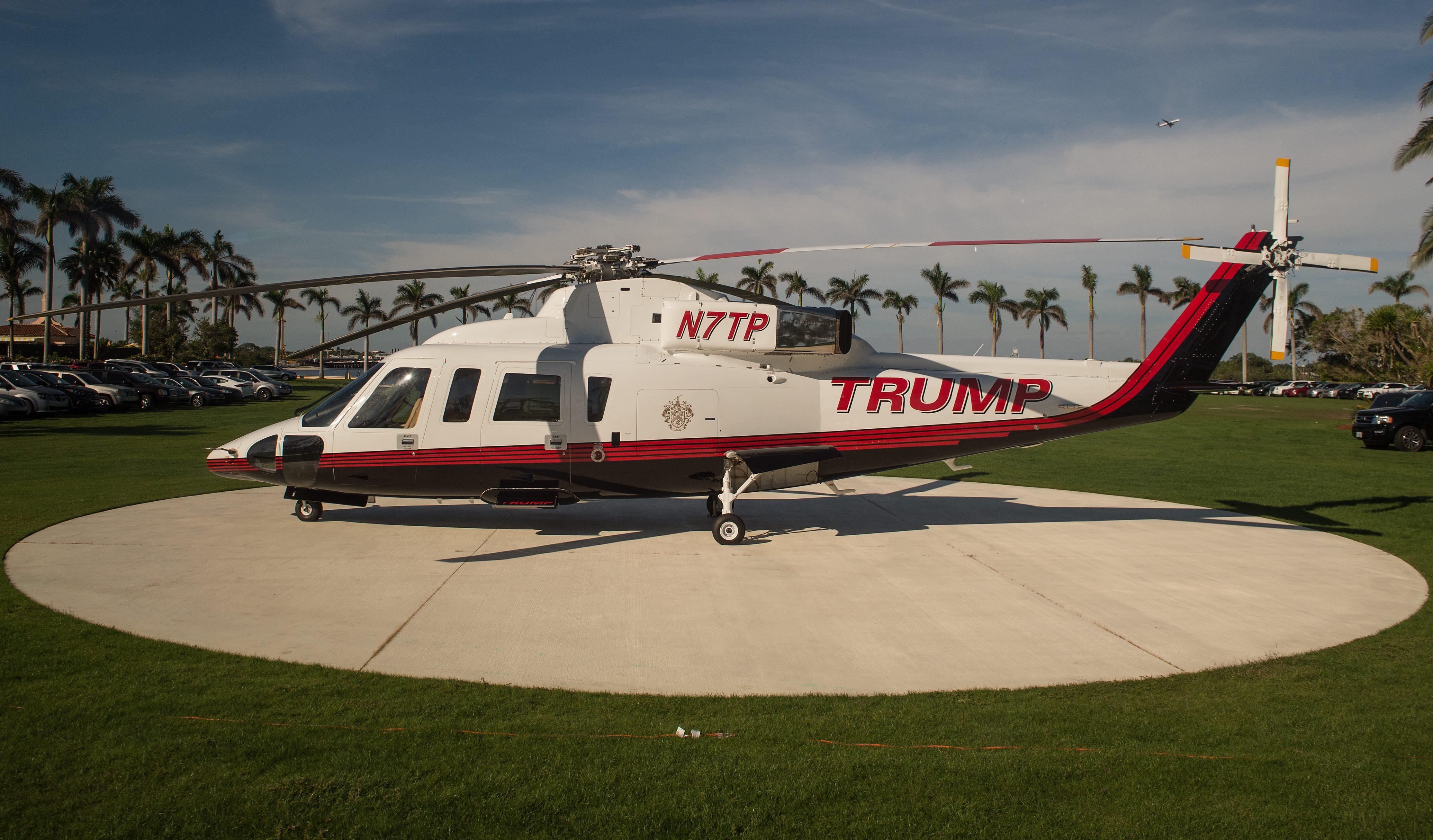 A helicopter sits on a landing pad at US President Donald Trump's Mar-a-Lago resort in Palm Beach, Florida, on December 24, 2017. / AFP PHOTO / NICHOLAS KAMM