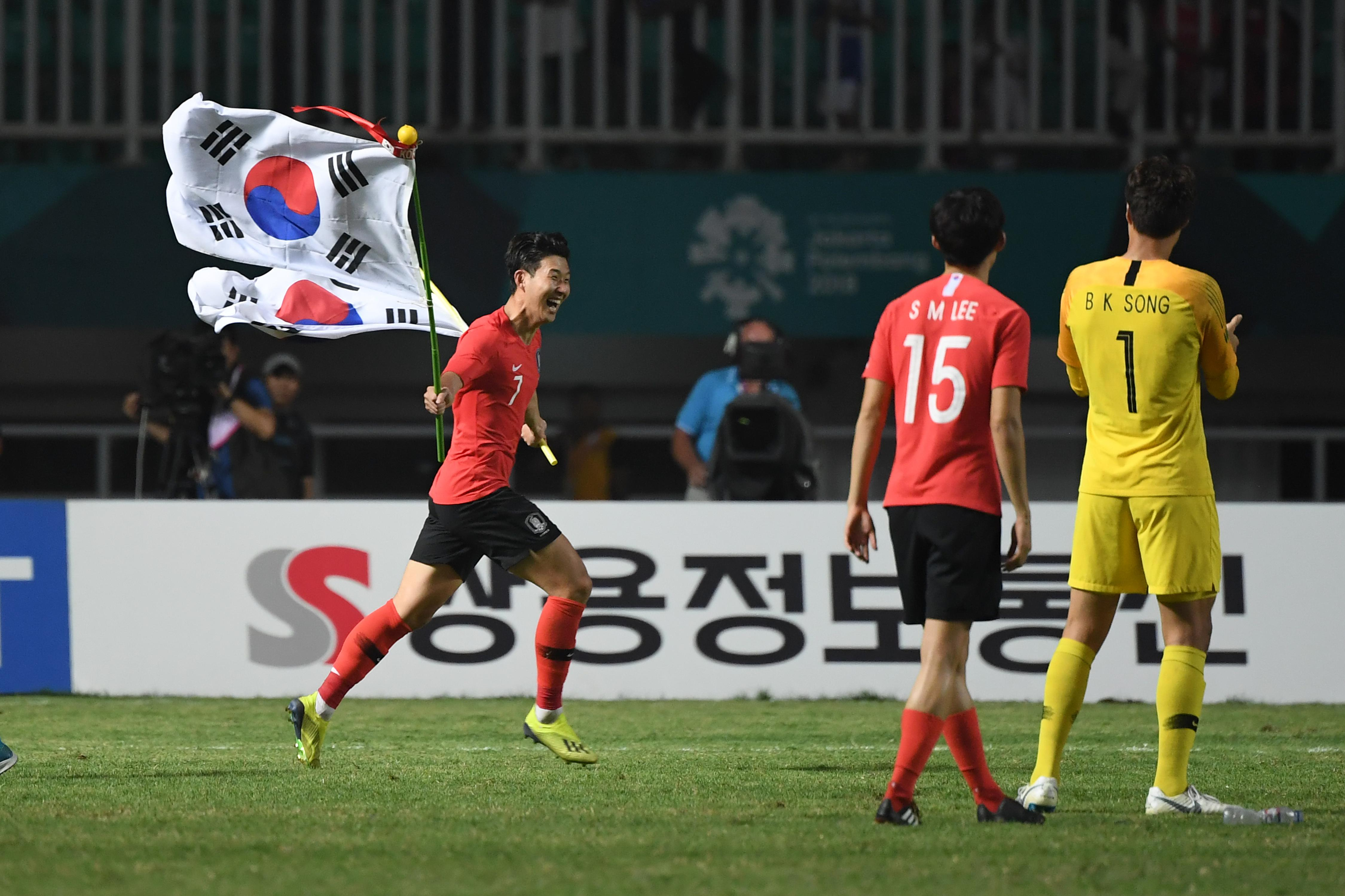 South Korea's Heung Min Son celebrates after winning against Japan in the men's gold medal football match at the 2018 Asian Games in Bogor on September 1, 2018. (Photo by Arief Bagus / AFP)        (Photo credit should read ARIEF BAGUS/AFP/Getty Images)