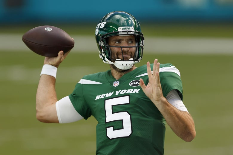 New York Jets quarterback Joe Flacco warms up before playing the Miami Dolphins.