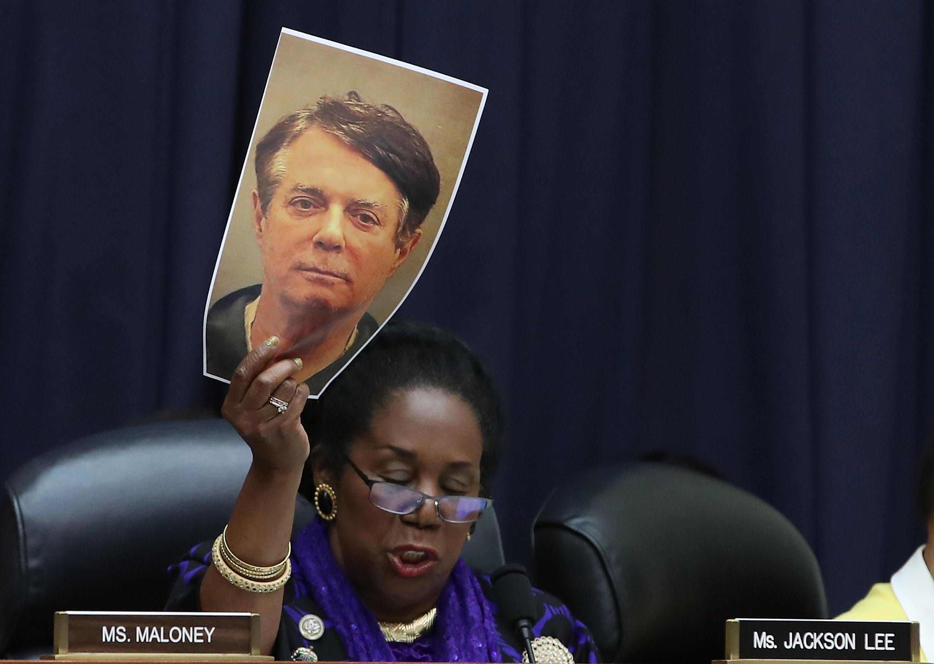 Rep. Sheila Jackson Lee holds up a mug shot of Paul Manafort during a Congressional hearing.