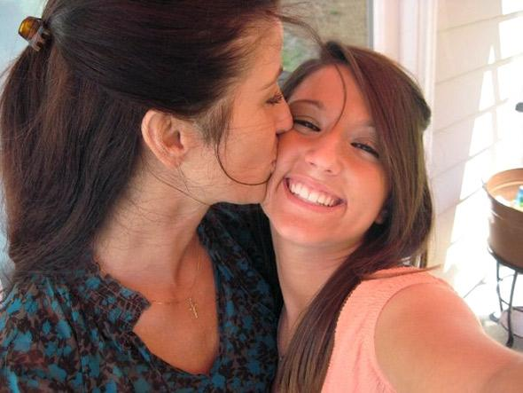 Tanya and Taylor Smith, before Taylor's death from an overdose.