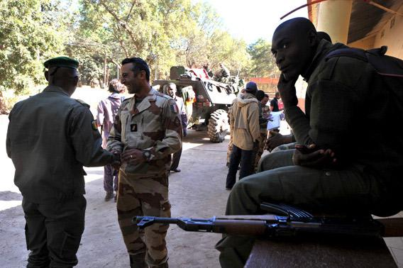 French and Malian soldiers interact