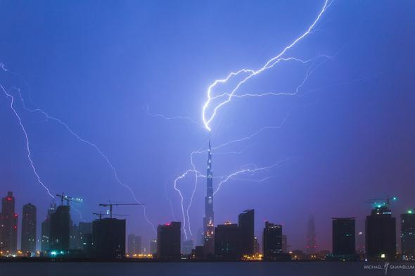 lightning stirking tallest building