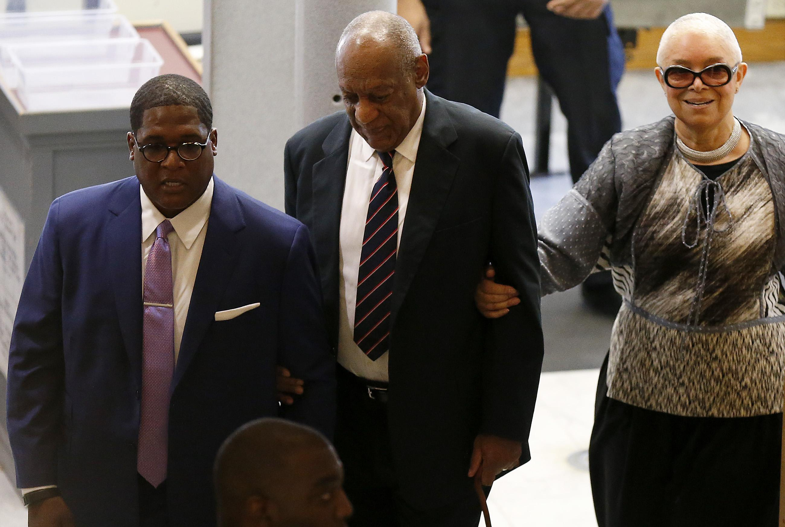 NORRISTOWN, PA - JUNE 12:  Bill (C) and Camille Cosby and aide Andrew Wyatt enter the Montgomery County Courthouse on June 12, 2017 in in Norristown, Pennsylvania. A former Temple University employee alleges that the entertainer drugged and molested her in 2004 at his home in suburban Philadelphia.  More than 40 women have accused the 79-year-old entertainer of sexual assault.  (Photo by David Maialetti-Pool/Getty Images)