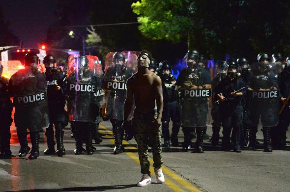 St Louis Protestors Surround Mayors House Clash With Police