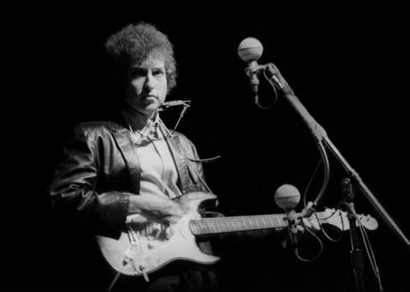 Bob Dylan plays a Fender Stratocaster electric guitar