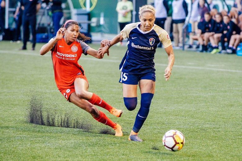 North Carolina defender Jaelene Hinkle advances down the wing marked by Portland Thorns midfielder MIdge Purce during the first half of the North Carolina Courage 4–1 victory over the Portland Thorns on May 30 in Oregon.