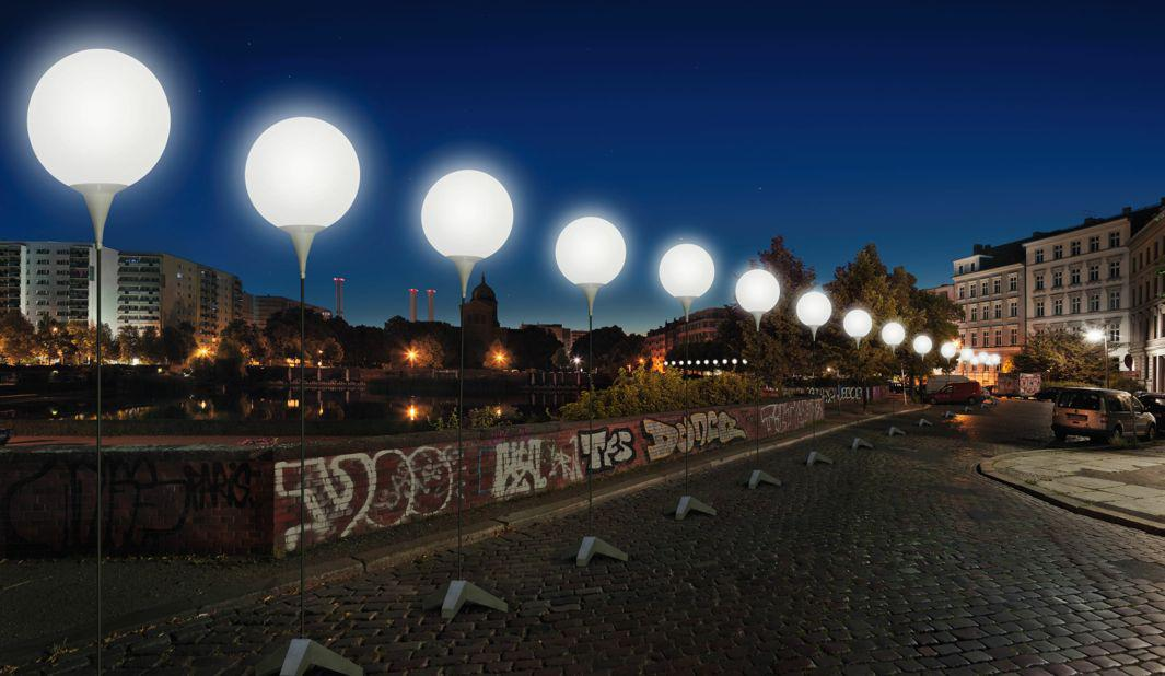 Visualization of the Lichtgrenze at Engelbecken. The 8,000 battery-operated, biodegradable illuminated balloons were produced by art and design studio WHITEvoid