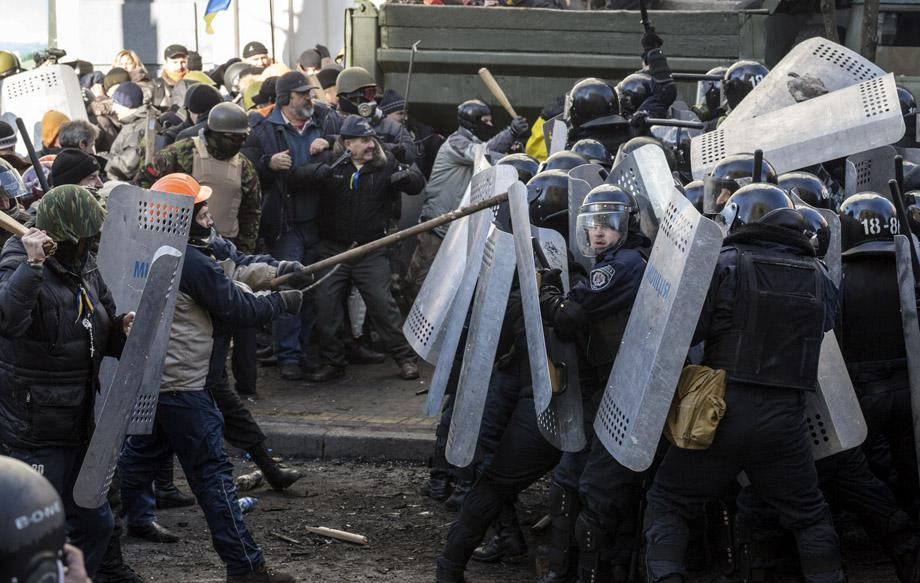 Protesters clash with Interior Ministry officers in Kiev on Feb. 18, 2014. UKRAINE/